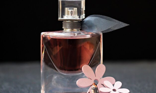 Dlaczego warto korzystać z próbek perfum? Poznaj 3 powody