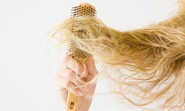 Co zastosować na puszące się włosy?