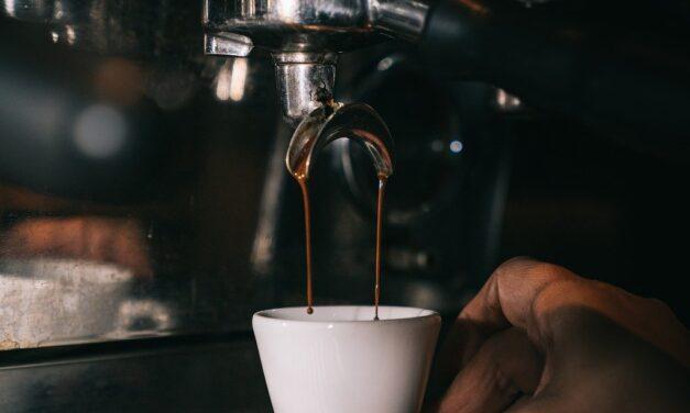 Ekspres do kawy przelewowy – dlaczego warto?