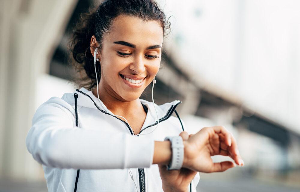 Smartwatch damski – 5 cech, na które warto zwrócić uwagę w czasie zakupu