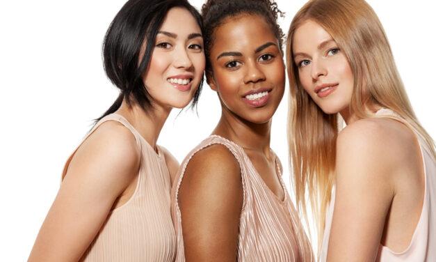 Sukienki prążkowane damskie w trendach na wiosnę i lato 2021