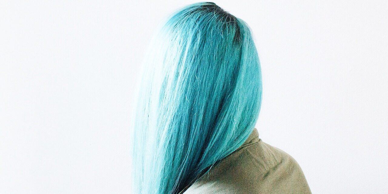 Jak szybko zmyć szamponetkę z włosów? Podpowiadamy!