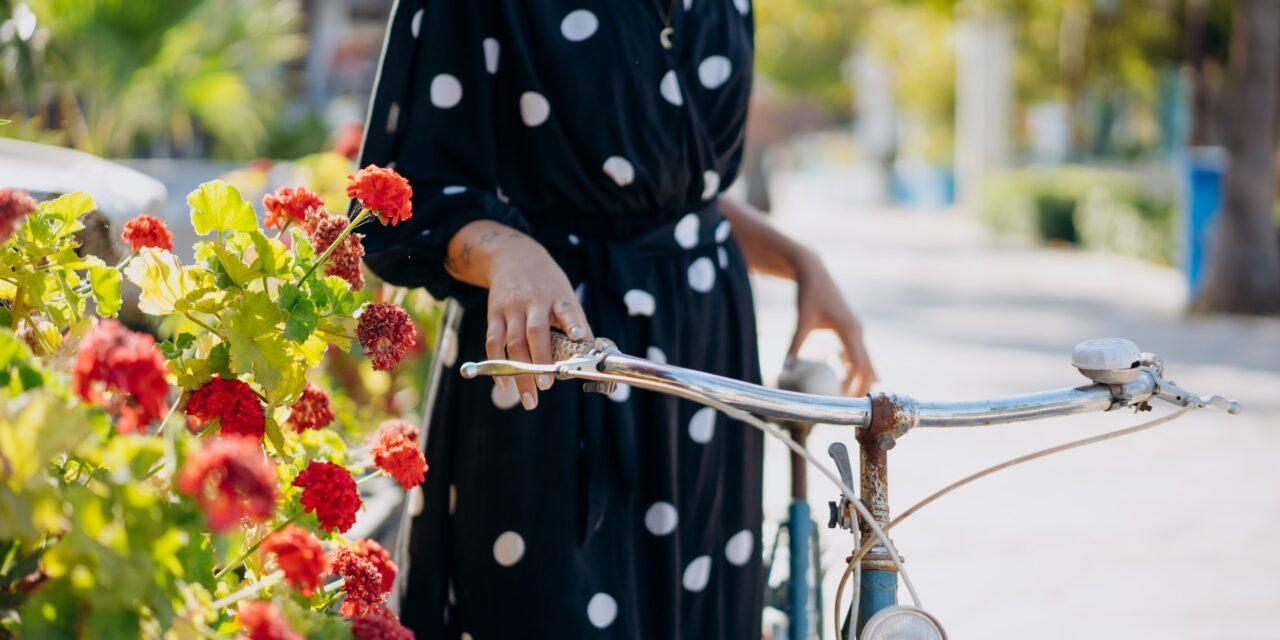 Czas na letnie sukienki! Trzy propozycje, które powinnaś mieć w szafie