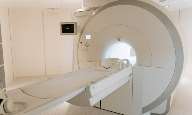 Czym się różni tomografia komputerowa od rezonansu magnetycznego?