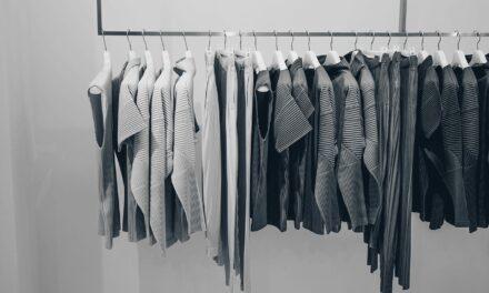Bluza damska w eleganckich stylizacjach – z czym możesz ją łączyć?