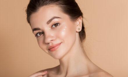 Najlepsze lekkie kremy nawilżające do twarzy idealne na upały