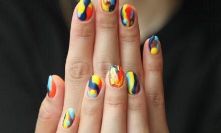 Roczny kurs stylizacji paznokci – ile kosztuje?
